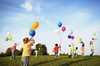 children-playing-with-balloons-800