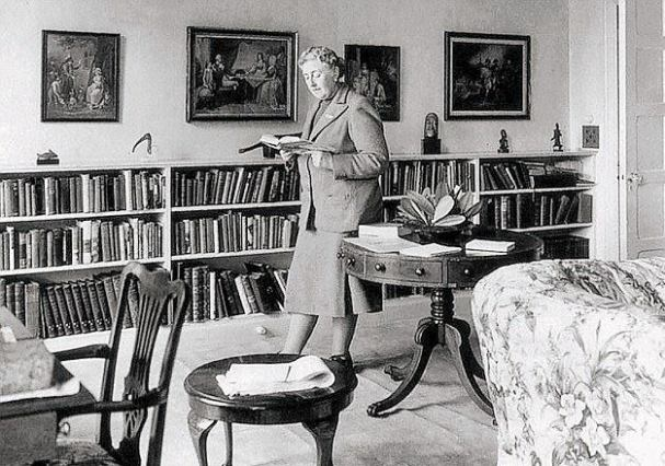 Agatha Christie Reading