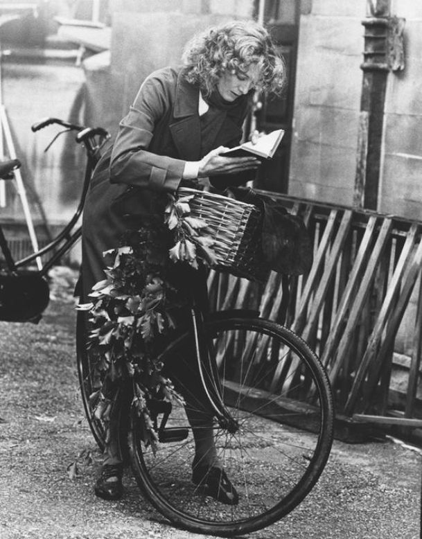 Vanessa Redgrave reading on the set of Julia 1977. Directed by Fred Zinnemann